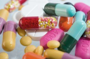 Таблетки и антибиотики, препараты и лекарства для лечения хламидиоза - применение противовирусных средств