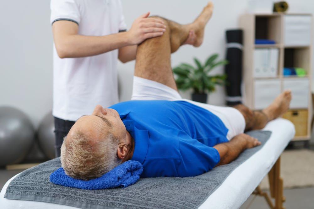 Реабилитация после эндопротезирования суставов: лечение без препаратов