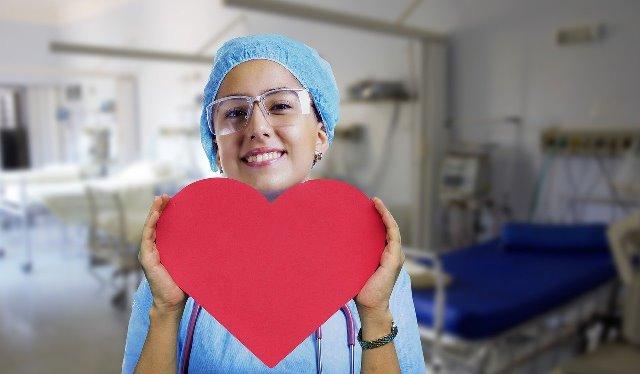 В яких галузях може працювати медична сестра?